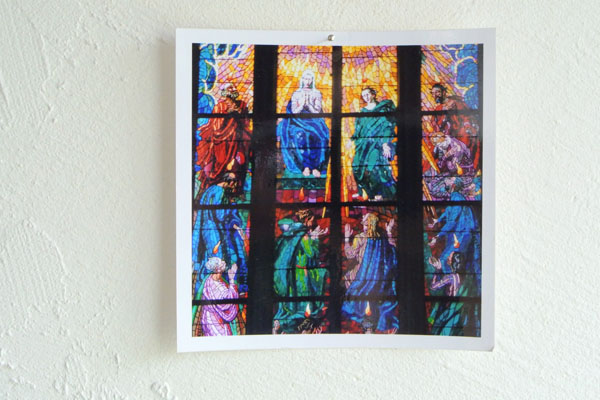 教会のステンドグラスの写真