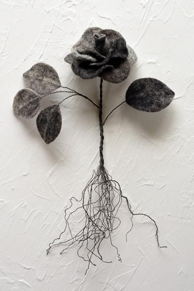 黒いバラ・フェルト作家Yurinokoの立体イラスト