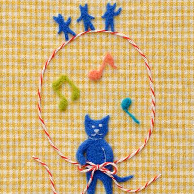 フェルト作家Yurinokoの青いネコのイラスト