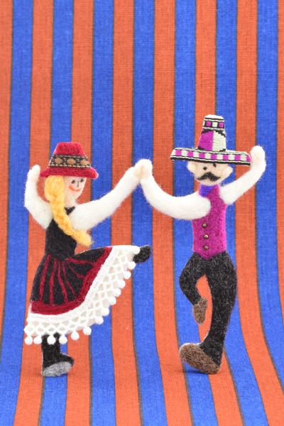 フェルト作家Yurinokoの踊る人の半立体イラスト