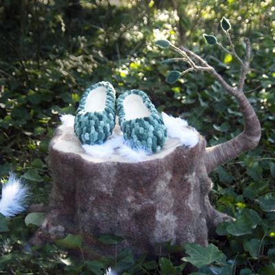 靴と切り株・フェルト作家Yurinokoの立体イラスト
