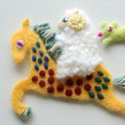 馬と羊・フェルト作家Yurinokoのイラスト
