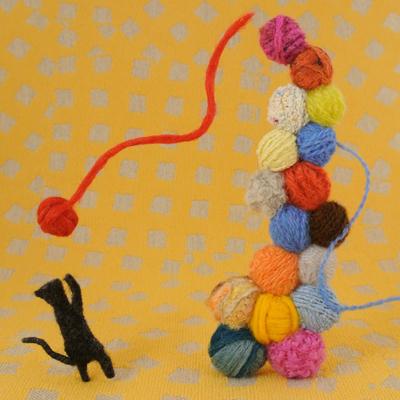 黒猫と毛糸・フェルト作家Yurinokoの立体イラスト