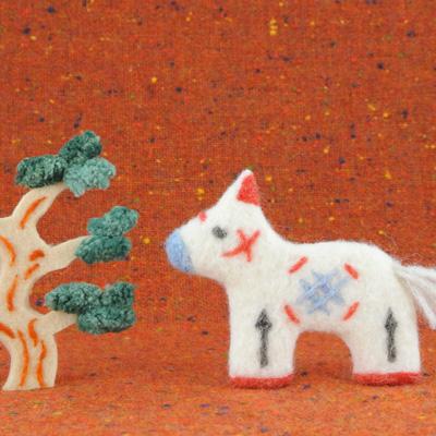 お正月の馬と松・フェルト作家Yurinokoのイラスト