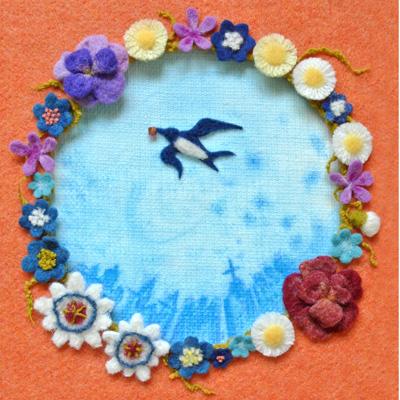 フェルト作家Yurinokoのツバメと花のイラスト